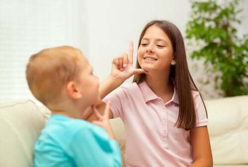 Communication Systems for Deaf Children