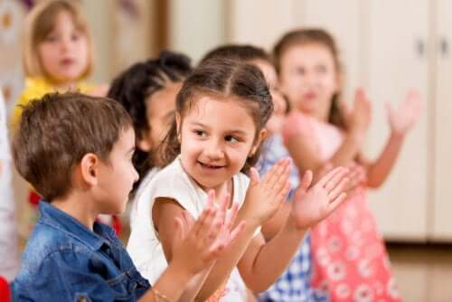 Preschool children clapping.