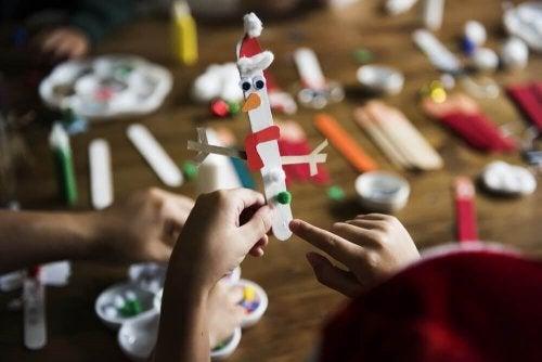 """5 Children""""s Crafts with Ice Cream Sticks"""