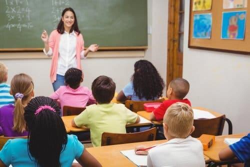 A teacher teaching students.