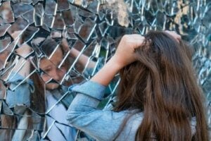 Childhood Schizophrenia: Symptoms, Causes and Treatment