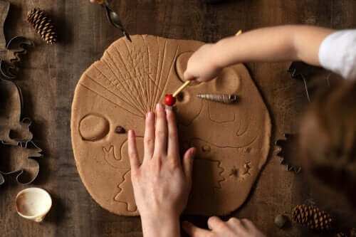 Playing with Clay Stimulates Children and Makes Them Happy!