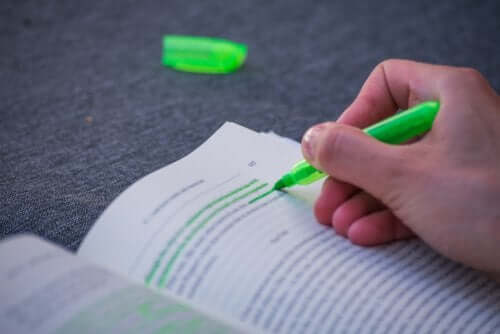 Using Highlighters to Study More Effectively