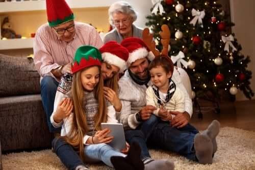 11 Family Christmas Photo Ideas