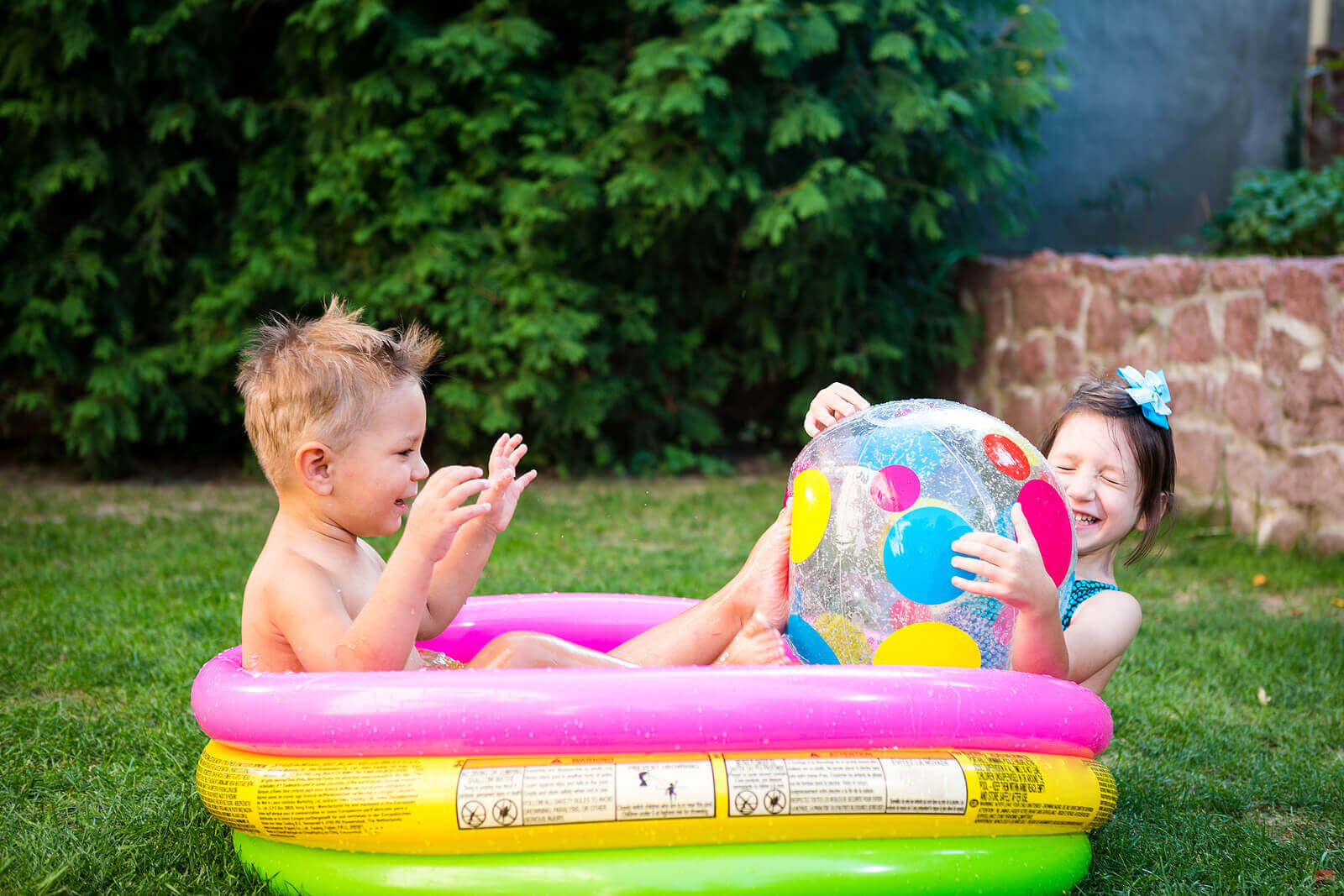 8 Benefits of Playing with Water for Children