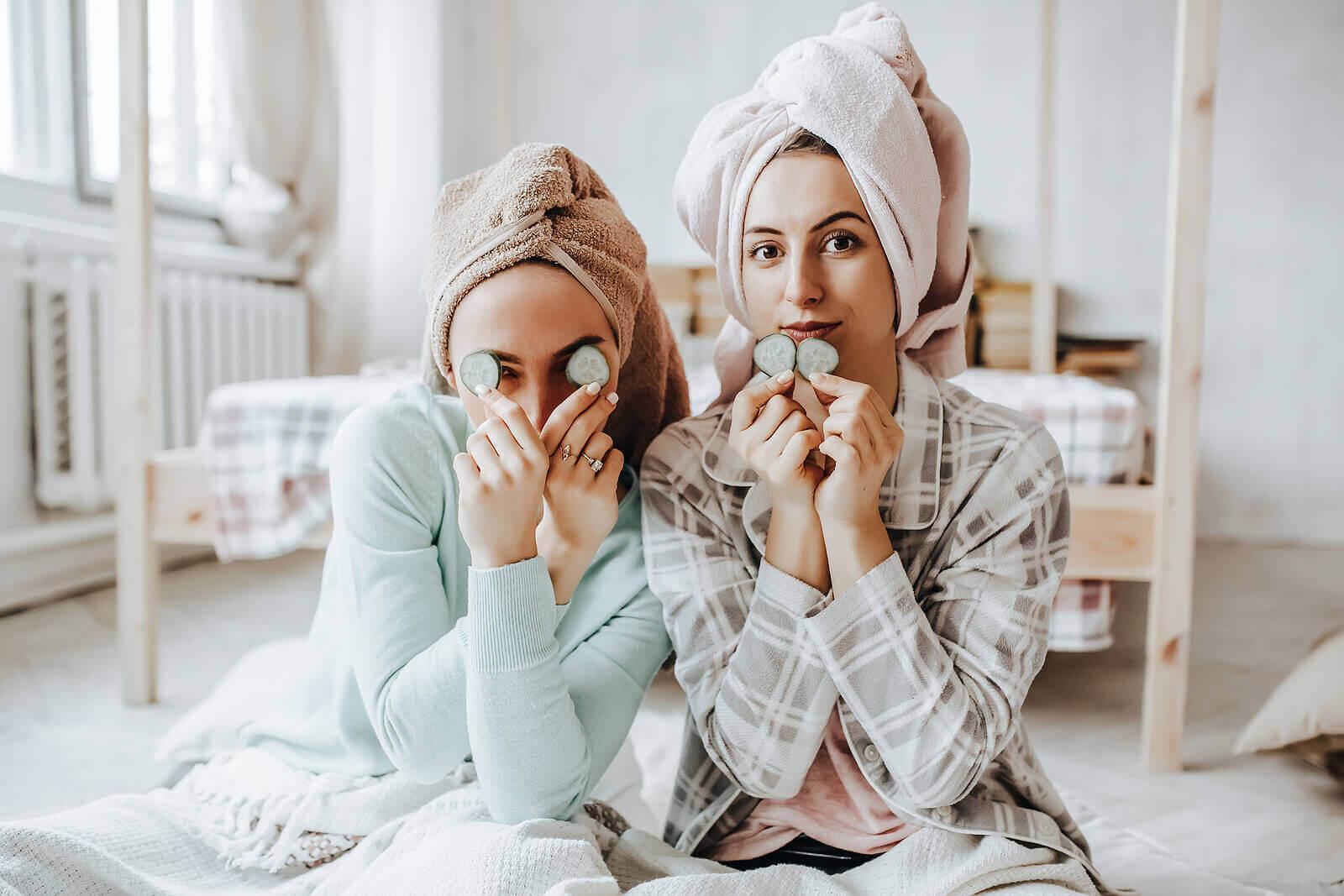 Teenagers and Makeup: 10 Skincare Tips