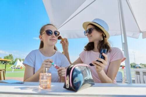 Teenagers and Makeup: 10 Skincare Tips