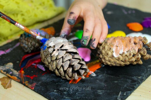 5 Crafts with Pine Cones