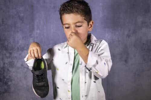 10 Tips to Prevent Foot Odor in Children