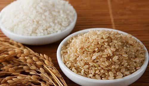 Bruine rijst.