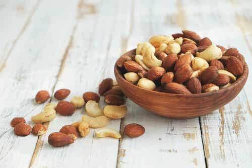 Nötter innehåller folsyra.