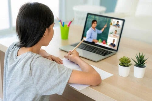 How to Help Children Concentrate in Online Classes