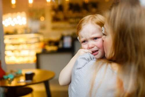 4 Phrases That Comfort Children When They Cry