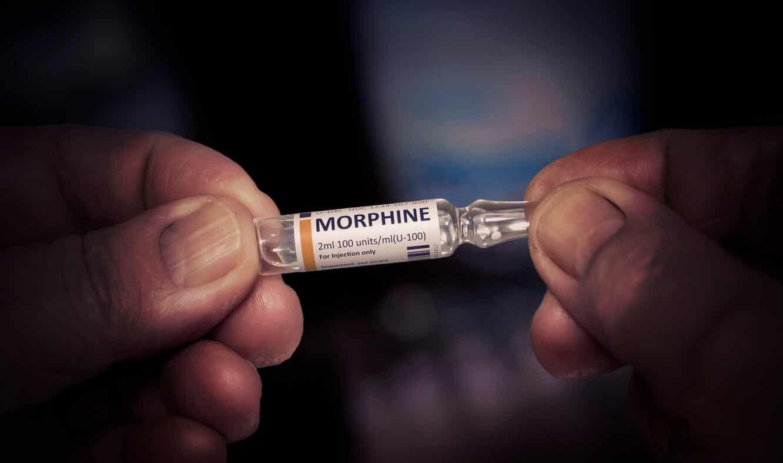 Morfine om pijn te verlichten.