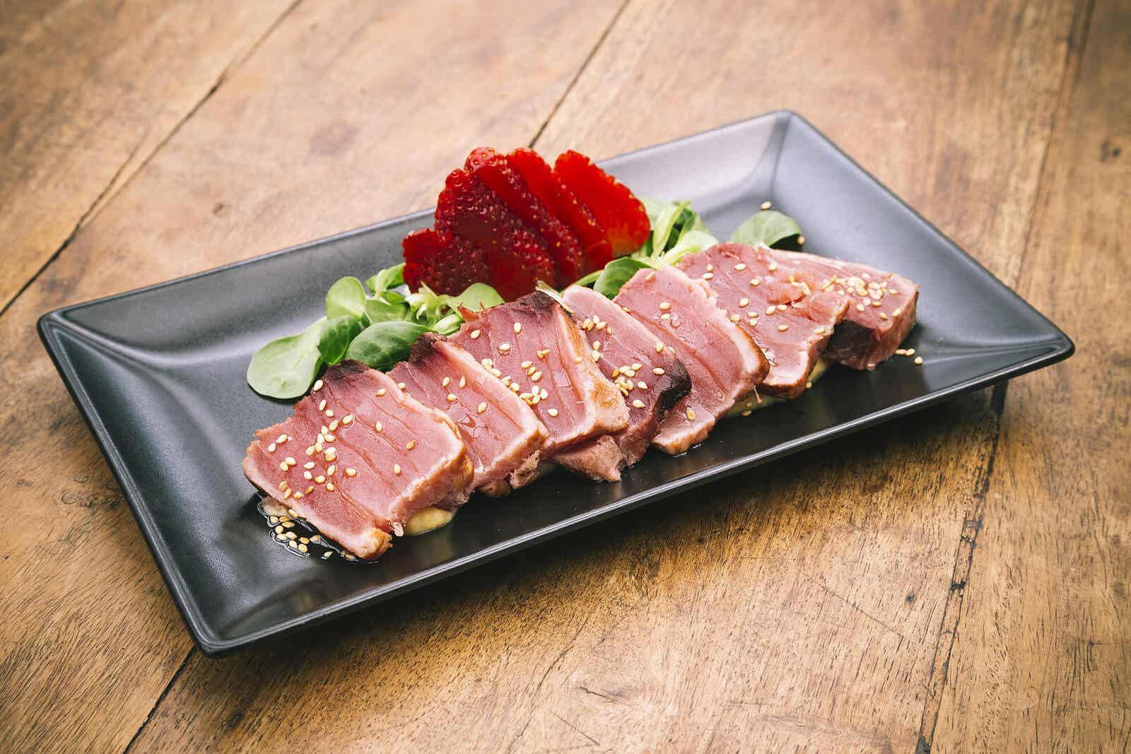 A tray of seared tuna.