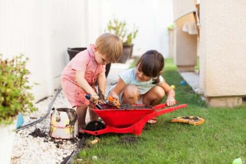 How Getting Dirty While Playing Affects Child Development