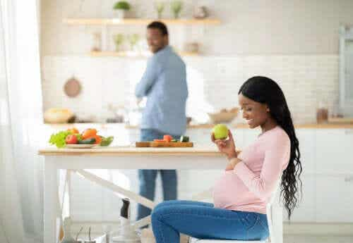 Dieting While Pregnant: Is It Safe?