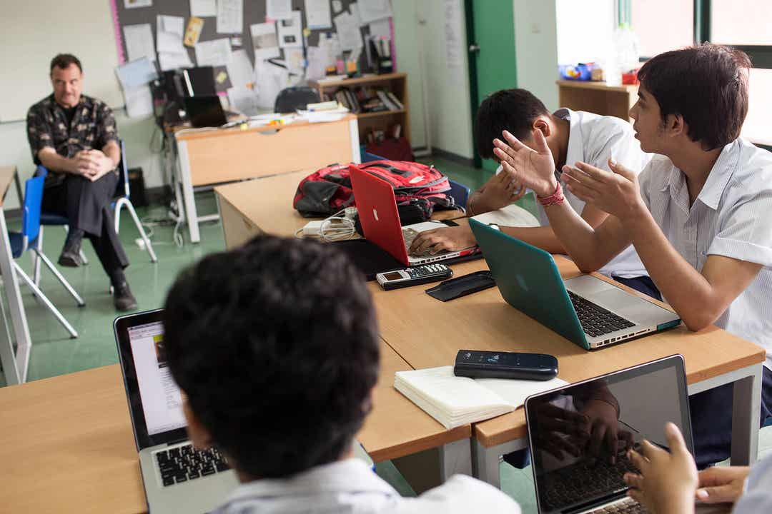 Elever øver debatteknikker