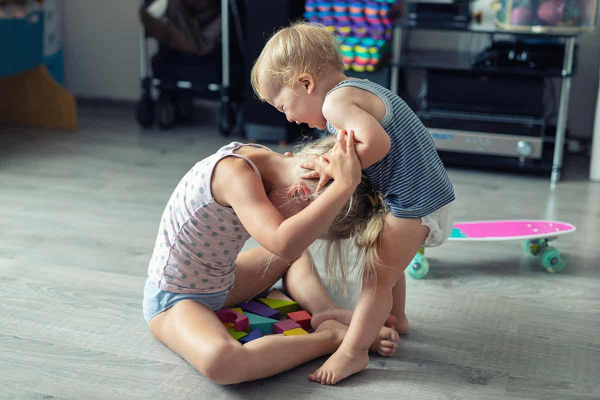 Two siblings fighting at home.