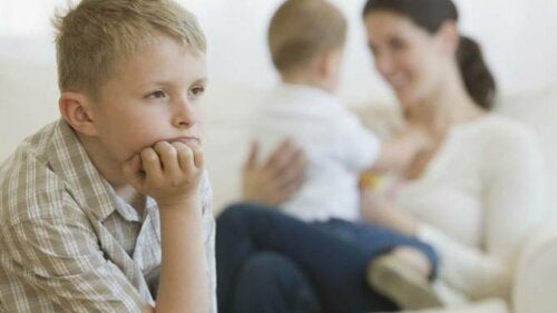 Parenting Mistakes that Cause Jealousy Between Siblings