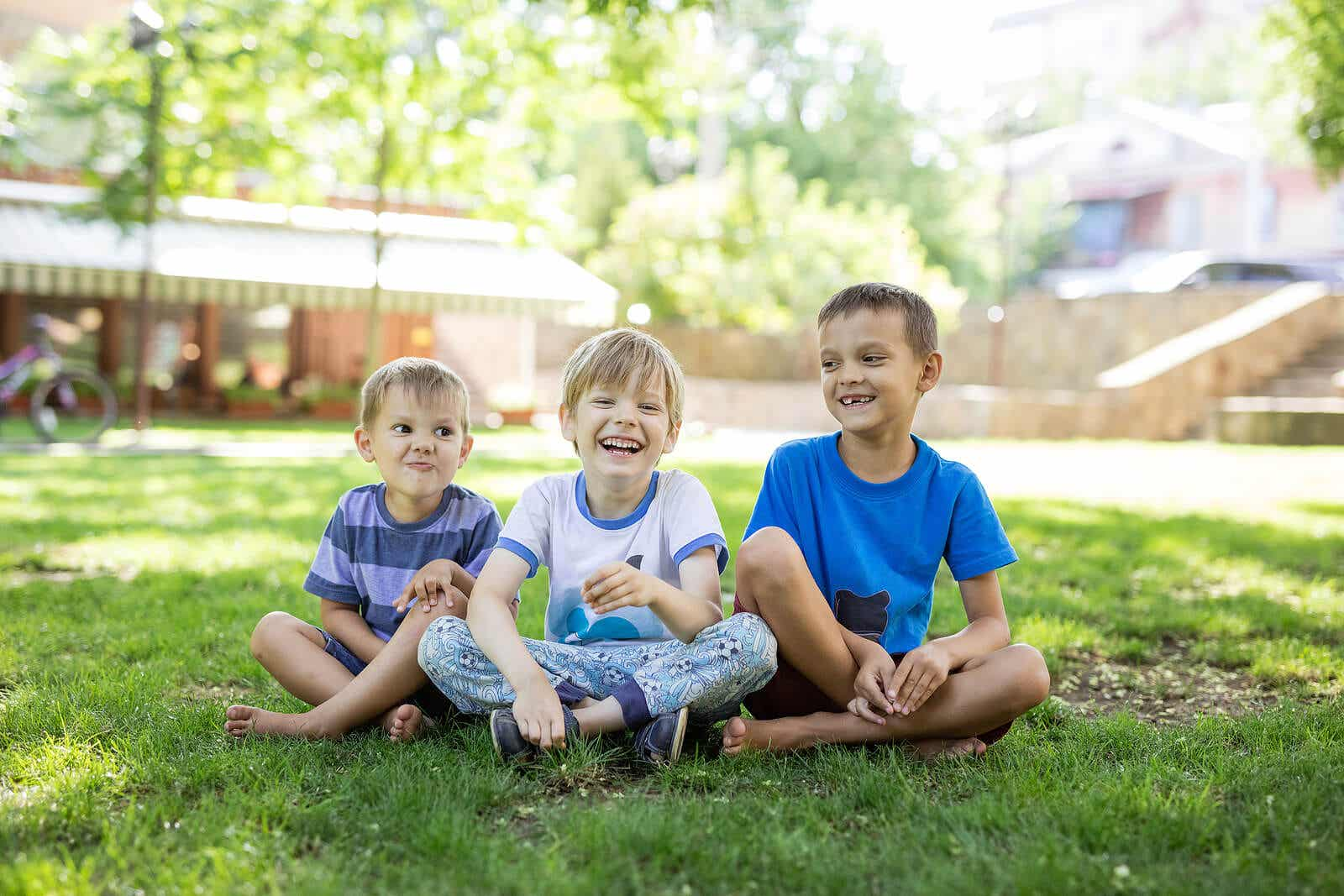 Barn gjør noen aktiviteter for å utvikle sine sosiale ferdigheter.