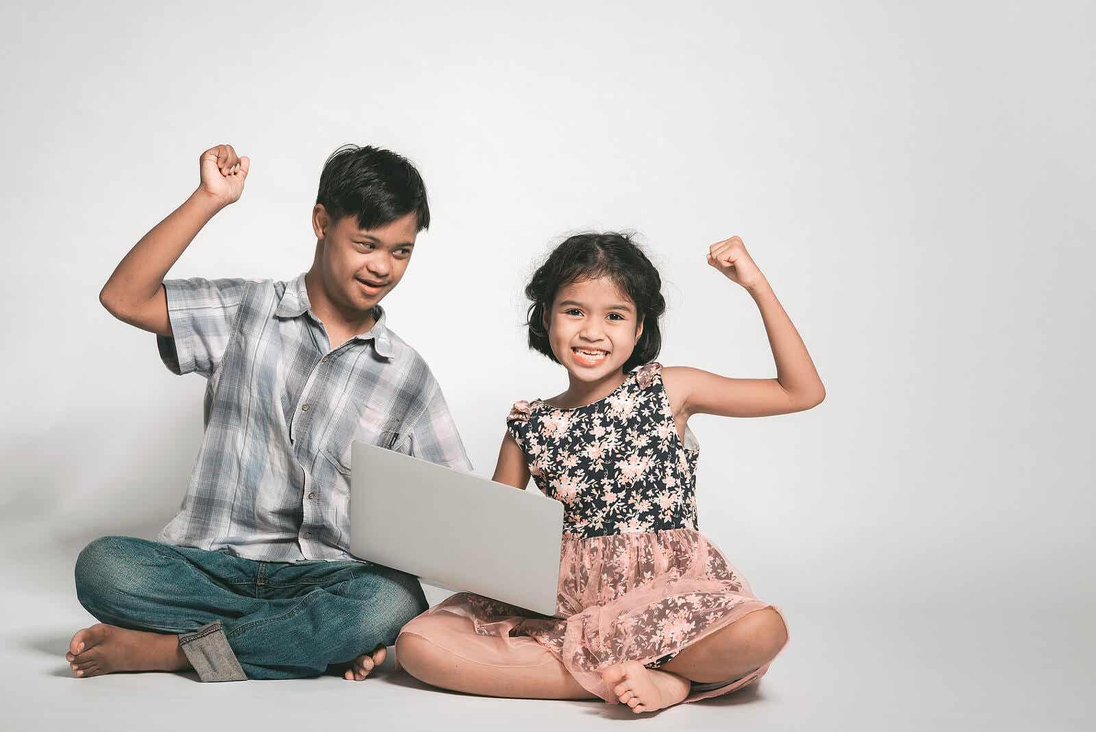 Dziecko z zespołem Downa i jego siostra