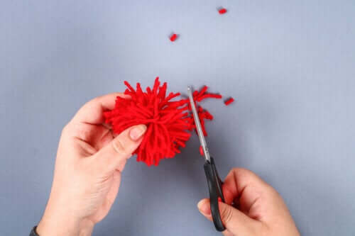 5 Crafts to Make with Yarn Pom-Poms