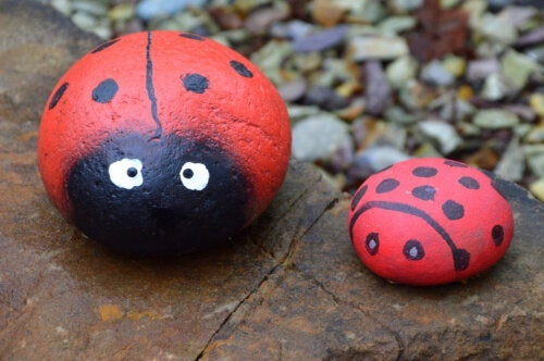 5 Crafts With Painted Stones