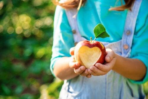 3 Benefits of Apples for Children