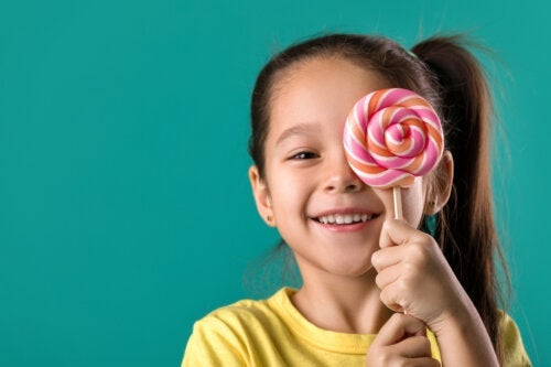 5 Foods You Should Avoid to Take Care of Your Children's Teeth